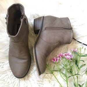 [Breckelles] Taupe Zipper Booties